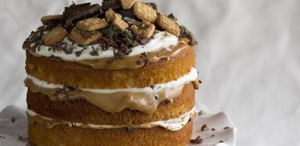 caramel-peppermint-crisp-cake