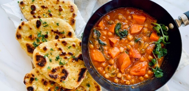 Chickpea Curry And Garlic Naan Bread Food24